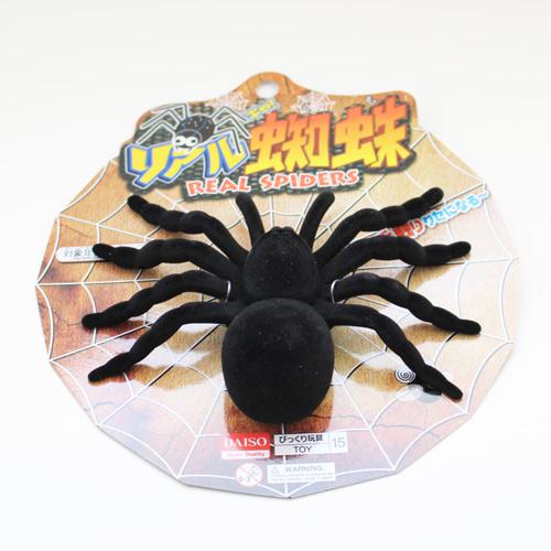 100円ショップのクモのおもちゃ