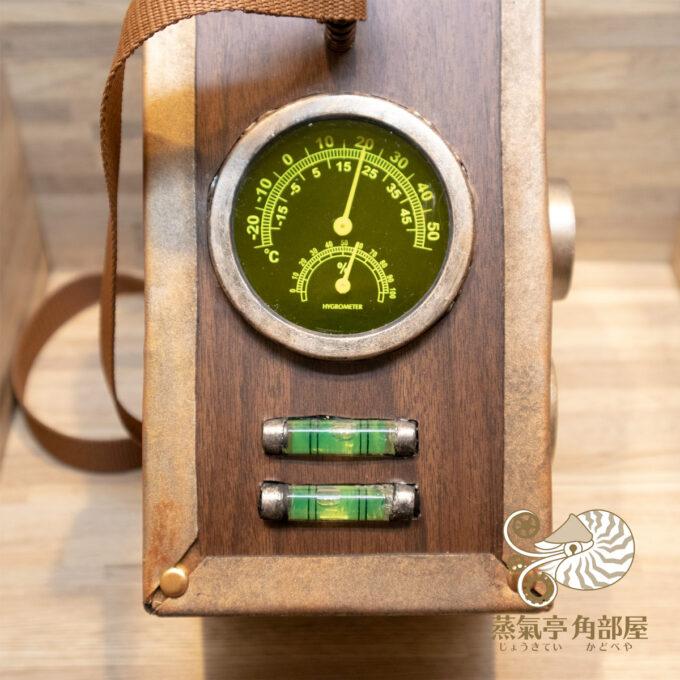 いつものアレですよ、アレ、温度湿度計に水平器